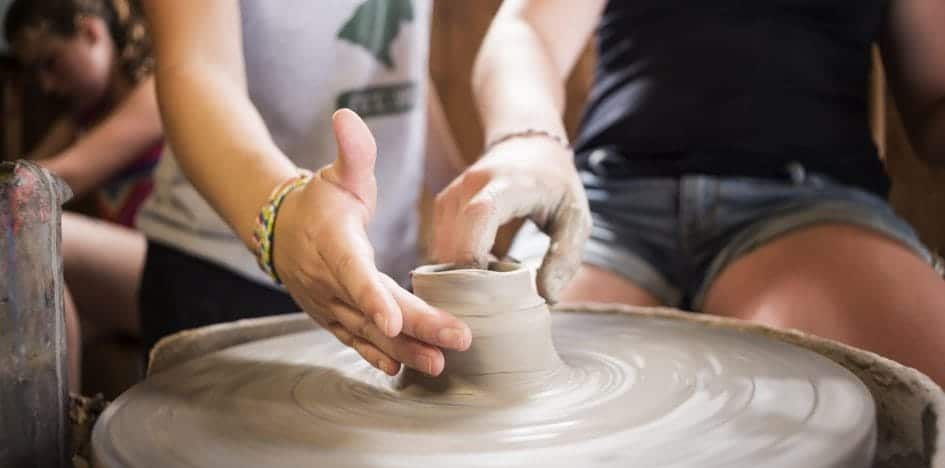 kids sculpting pottery